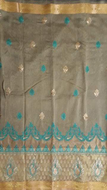 Dusty Grey Cotton saree with Flower Butta pattern and Dusty Grey and Teal color