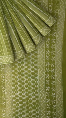 Forest Green Floral pattern Dabu Mud Designer printed cotton saree.-yespoho